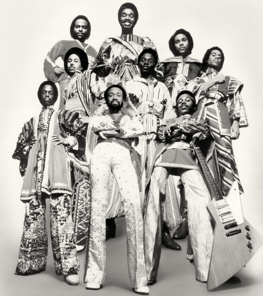 http://omenelick2ato.com/files/gimgs/473_earth-wind--fire-na-decada-de-1970.jpg